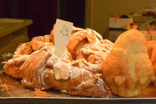 Croissants aux Amandes and Brioche