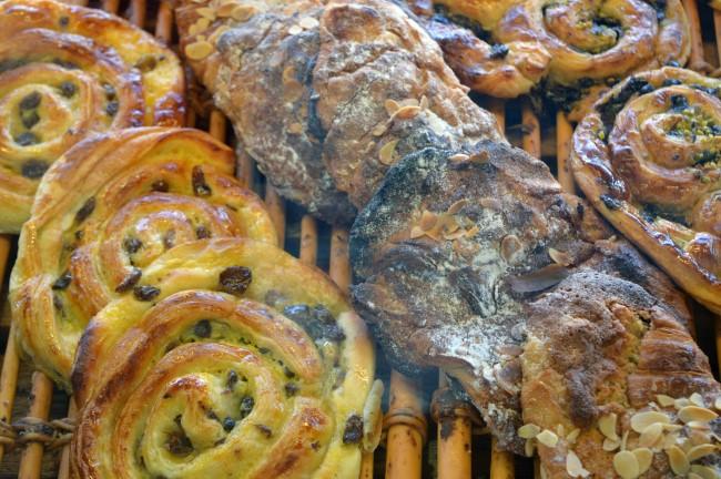 Pains aux raisins, Croissants aux amandes (Raisins bread and Almond croissants)