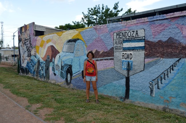 Godoy Cruz, la ciudad de los murales: walking from the close suburb back to Mendoza centre, following the many murals and the bike path