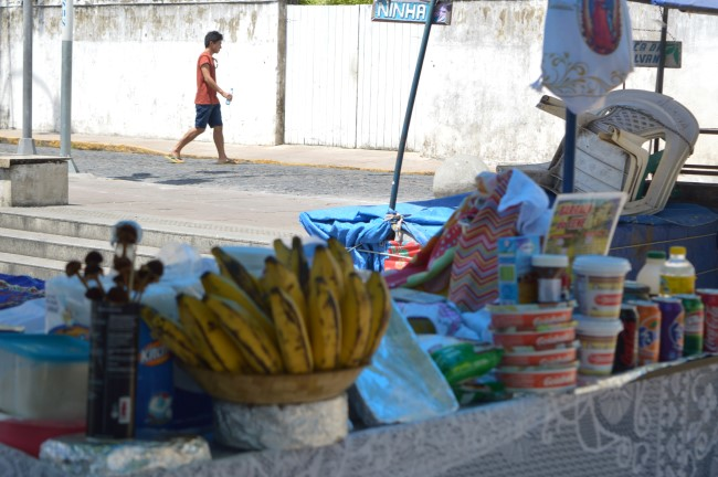 Snacks on the market square at the Igreja da Sé