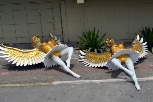 Av. Governador Gustavo Richard, discarded Carnival float