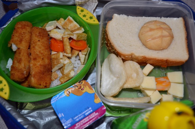 White rice with fish stick, pan-fried tofu and carrots // Jam sandwich //Shrimp crackers // Cookie // Apple sauce and yogurt