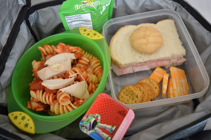 Pasta, chicken and tomato sauce // Ham sandwich // Crackers and cheese // Yogurt // Cookie // Apple Sauce
