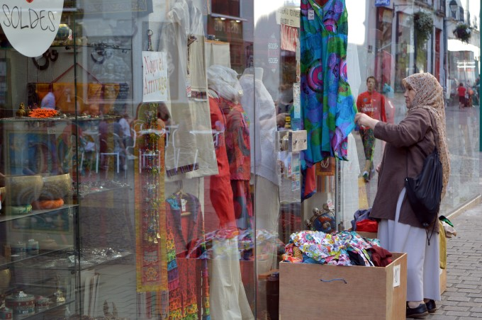 Woman shopping downtown Nantes