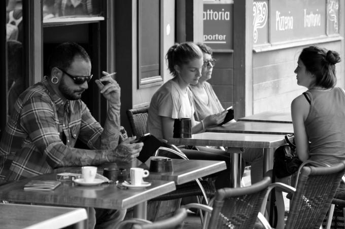 At a café Quai de la Fosse