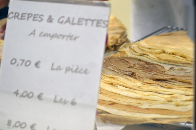 Crêpes (sweet) and galettes (savoury) to go