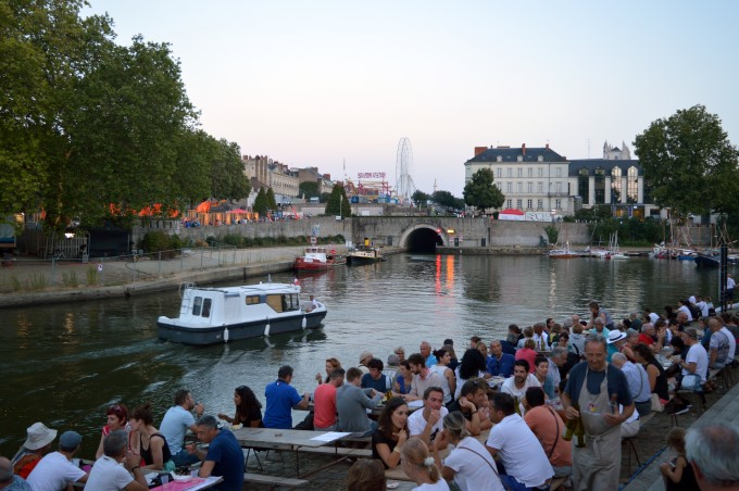 Band playing on the Erdre River