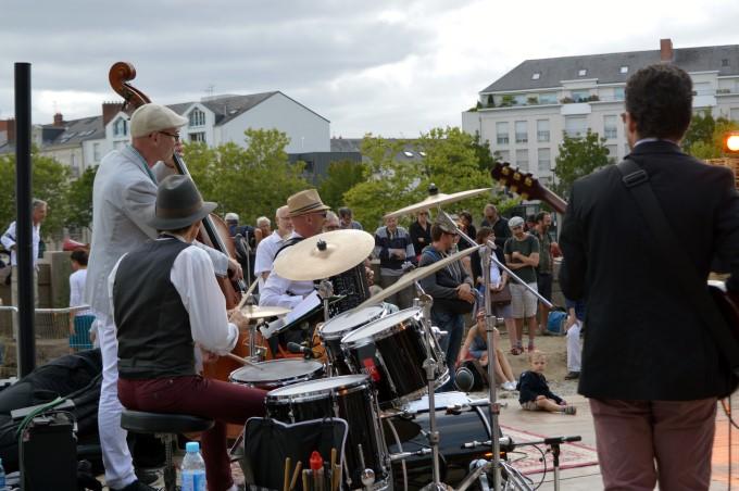 Musicians along the Erdre