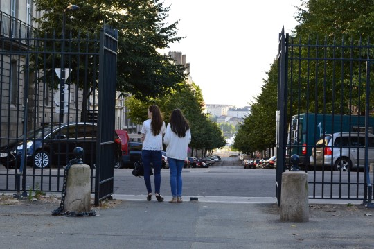 Two Girls Cour Cambronne