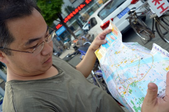Feng, Reading a Map... in Chinese!