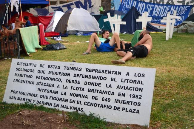 Crosses symbolizing those fallen during the Guerra de las Malvinas