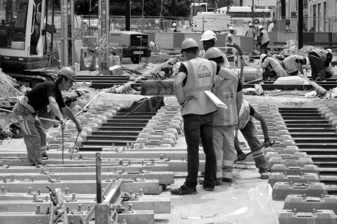 Construction workers Cours des 50 Otages