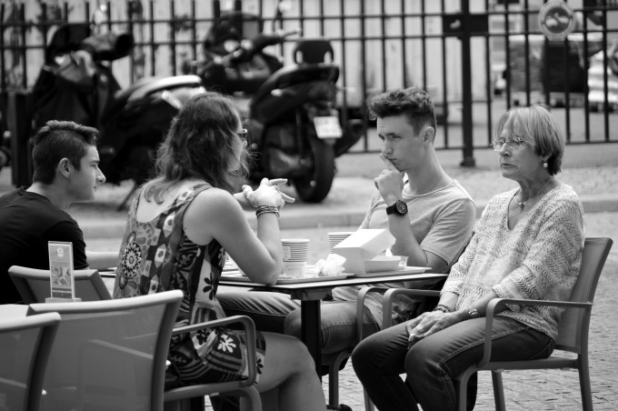 Family having lunch Place de la Bourse