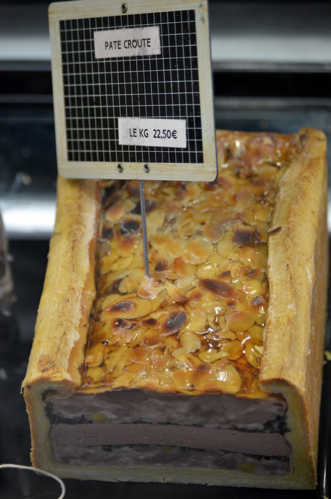 Pâté en croûte (meat cooked in a crust, eaten cold, sliced, usually with bread)