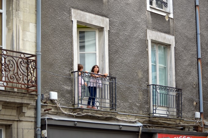 Kids at a balcony