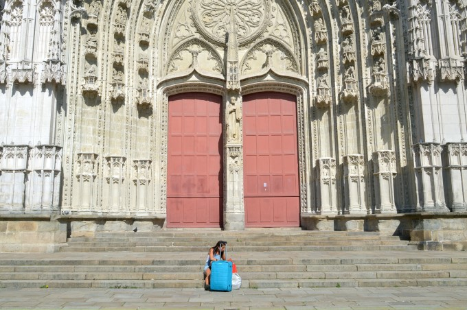 Tourist in front of the cathedral