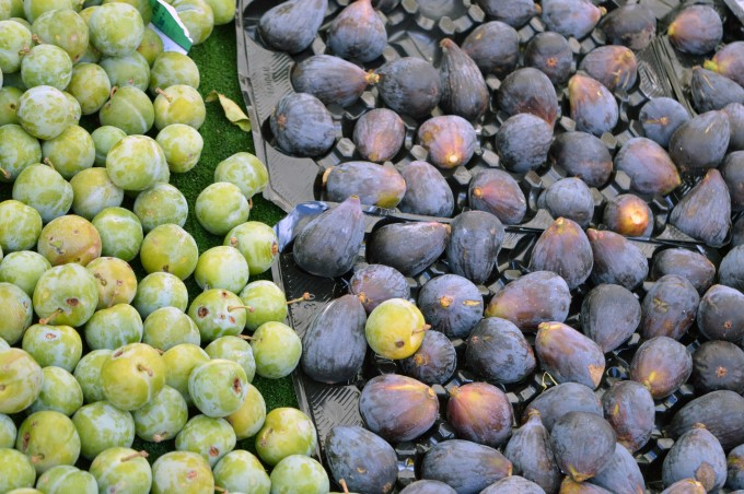 Plums and figs at Tharon's Market