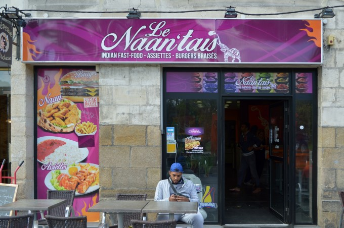 """Naan'tais"" is an Indian fastfood joint, playing on ""naan"" (Indian bread) and ""Nantais"", i.e. the people living in Nantes"