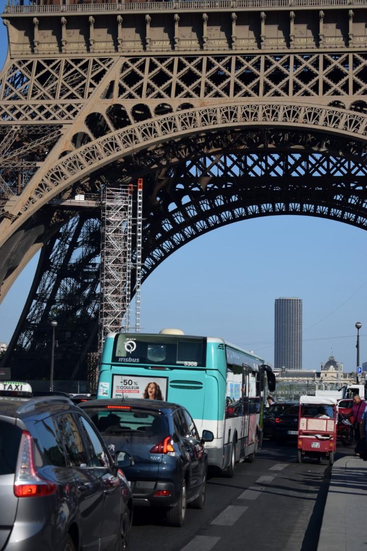 Traffic around the Eiffel Tower