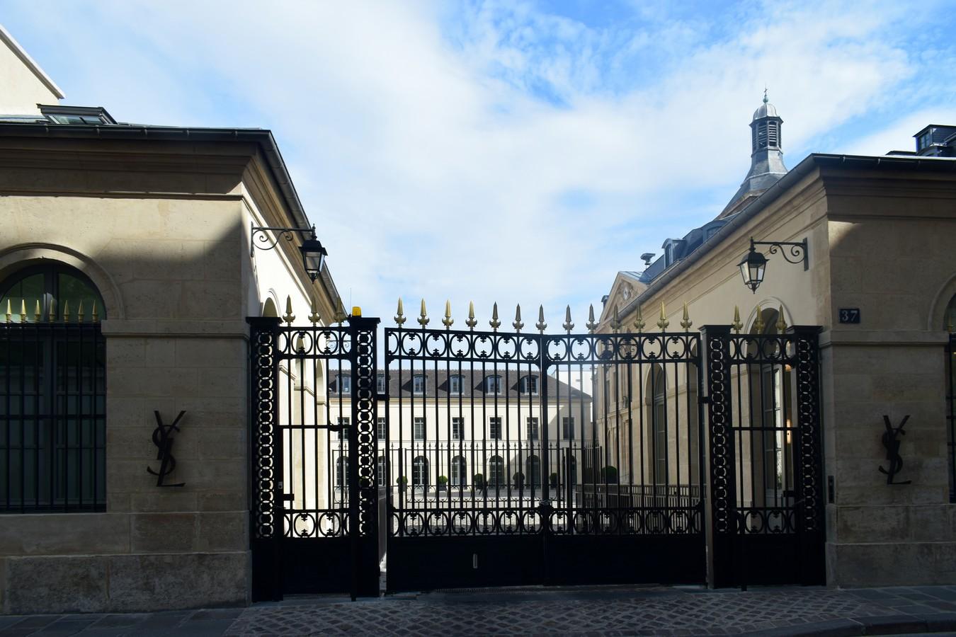 Yves Saint Laurent, Rue de l'Université, Paris