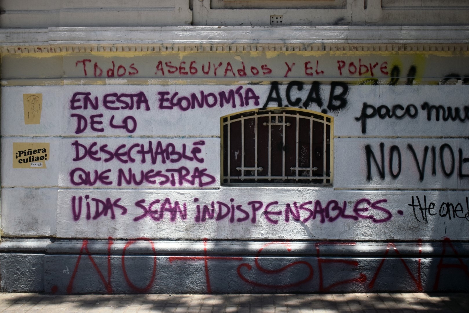 """Santa Lucía, Santiago, """"In this economy where everything is disposable, may our lives be indispensables"""""""
