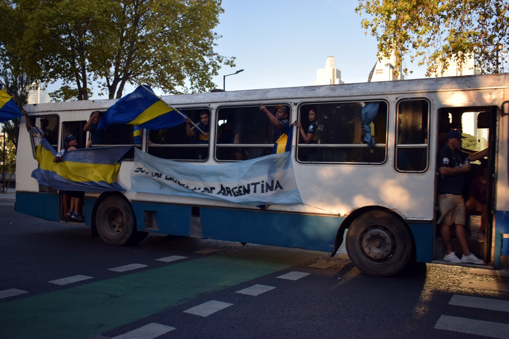 Avenida 9 de Julio, Boca fans going to the game
