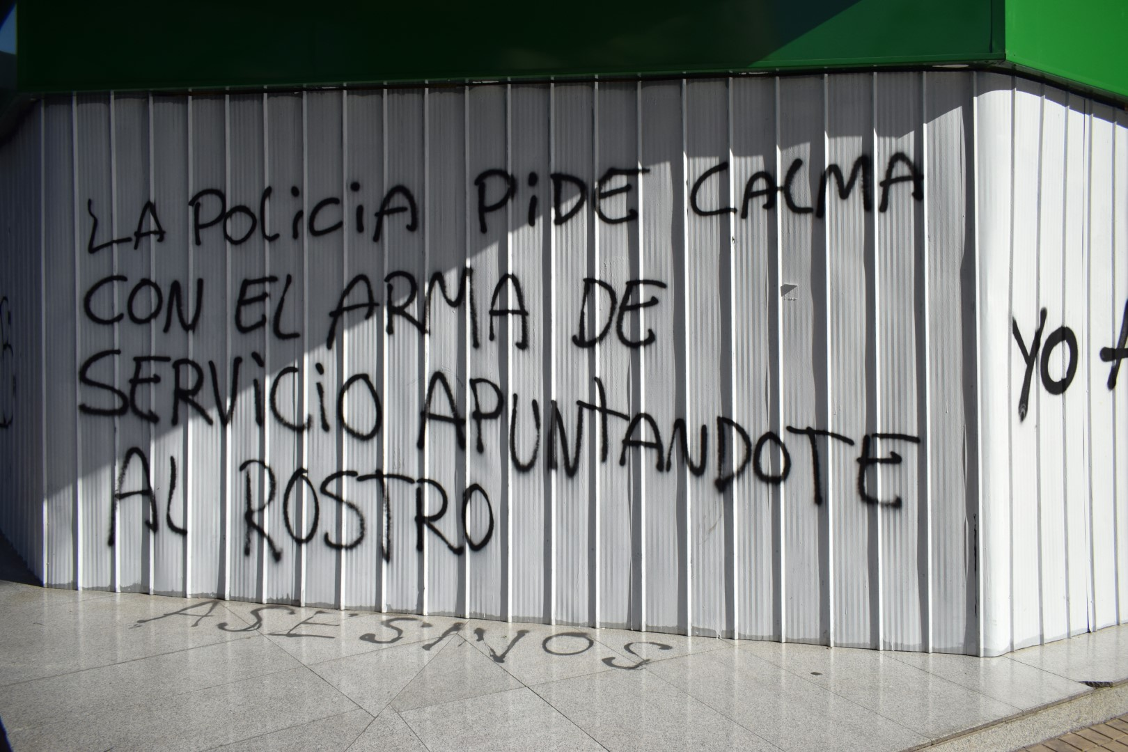 """Police ask to calm down with their gun pointed at you"", Providencia, Santiago"