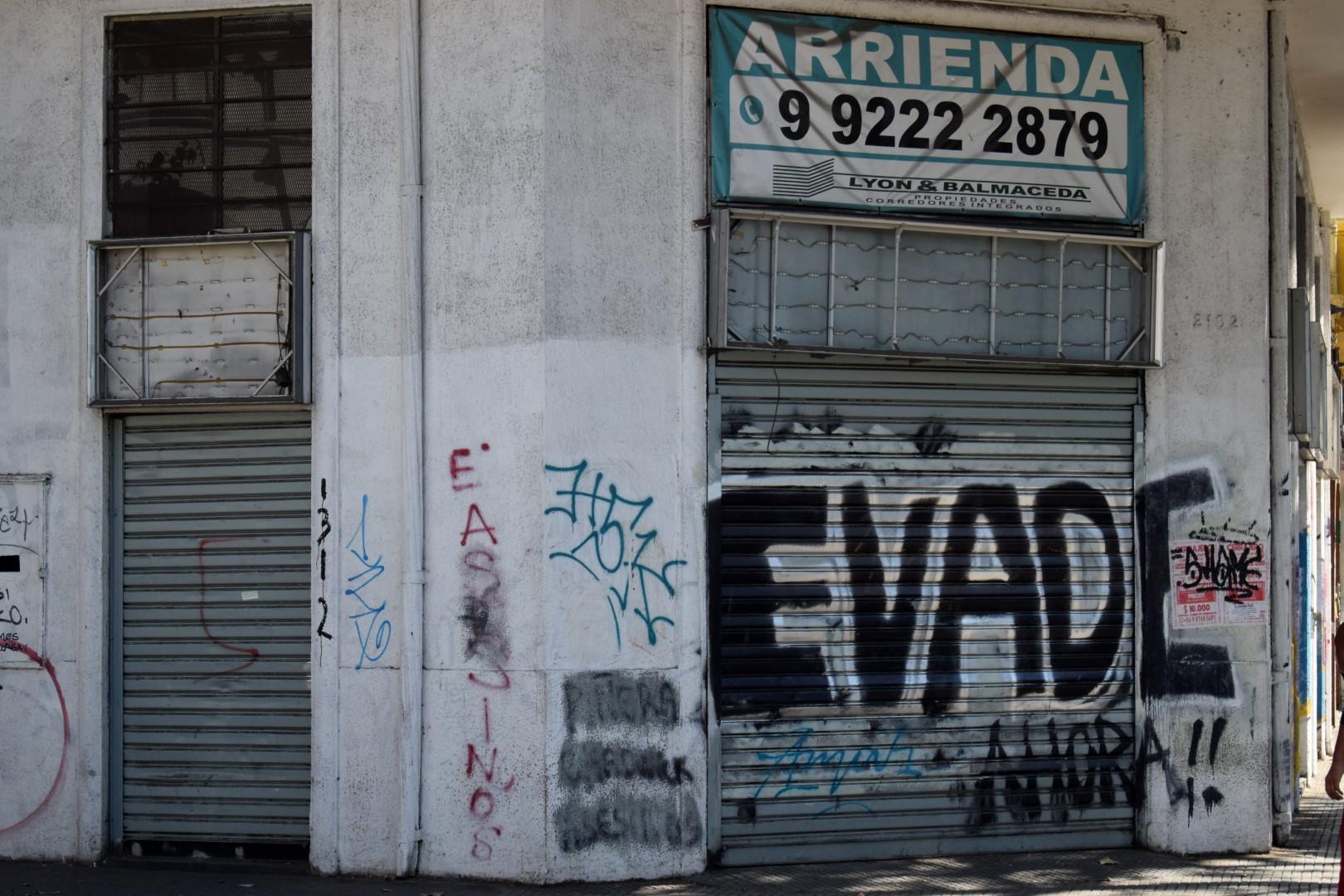 """""""Dodge the fare"""", La Alameda, Santiago"""