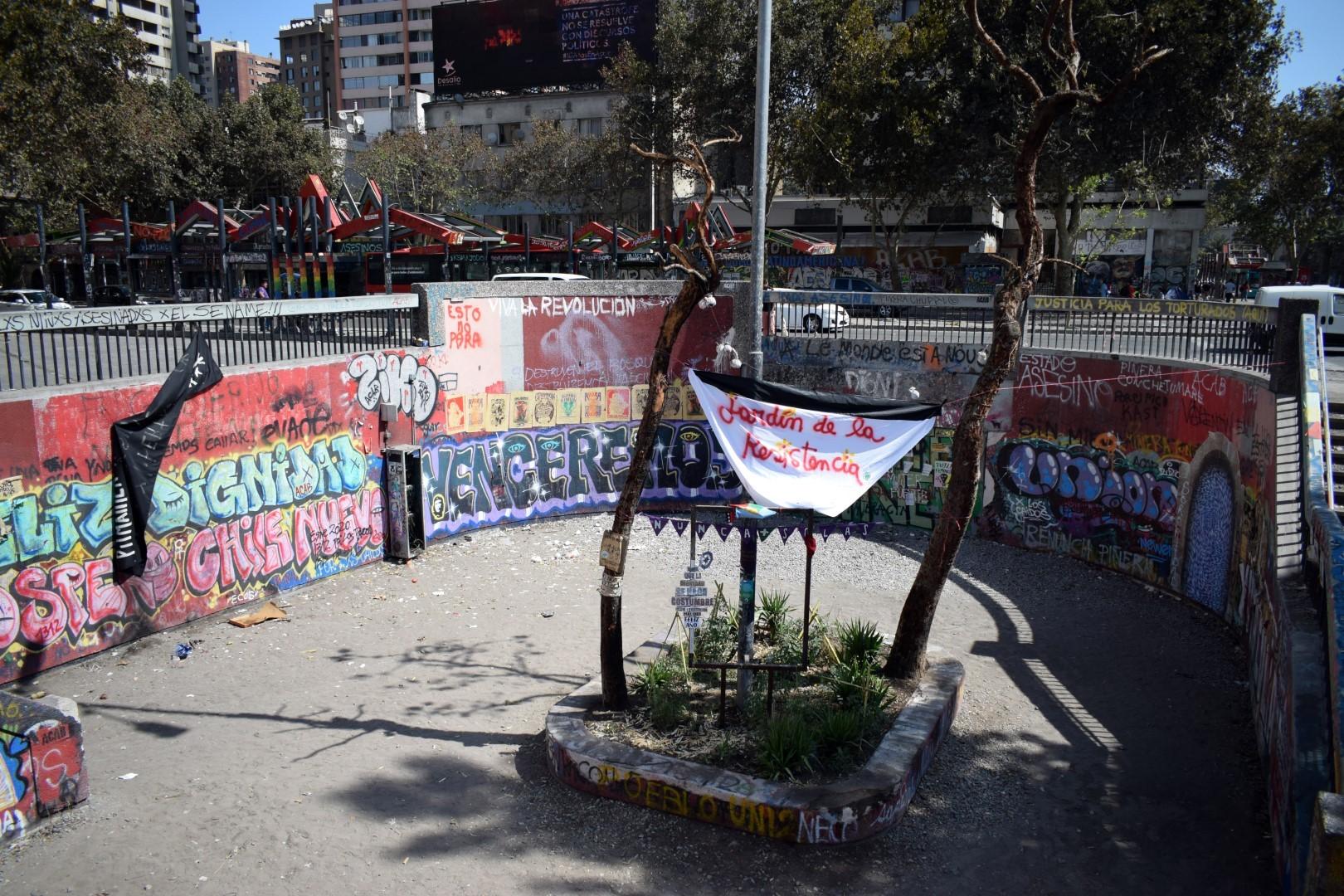 Estación Baquedano, Plaza Italia (burned down in October)
