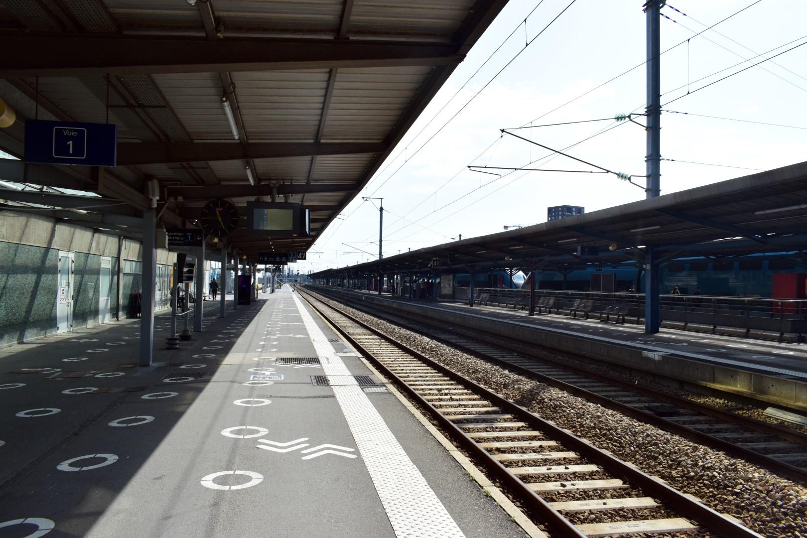 Nantes' train station, 11:47 a.m.