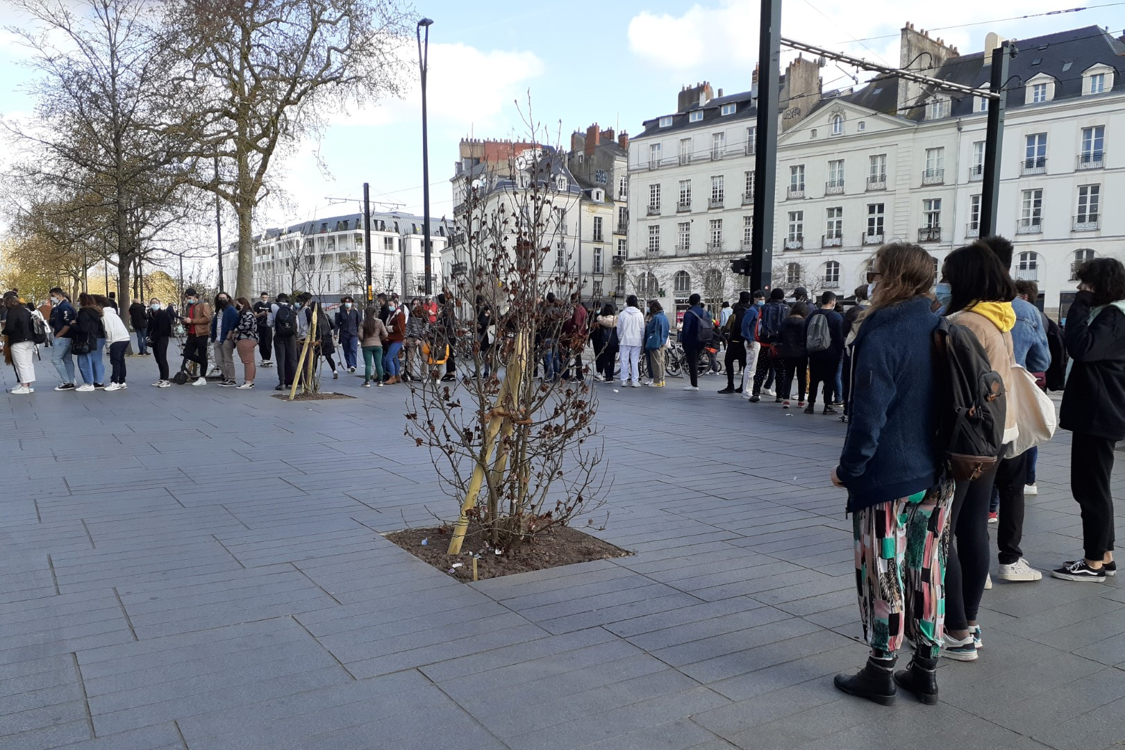 Lineup in front of a store in Nantes, March 2021